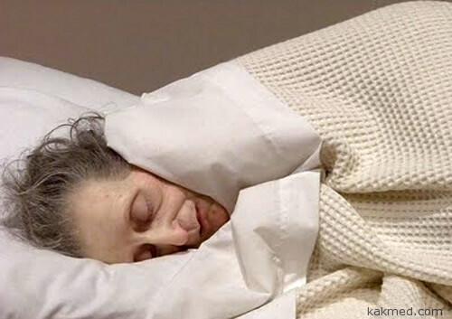 спящая голая бабушка