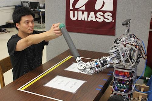 Робот помогает восстановиться после инсульта