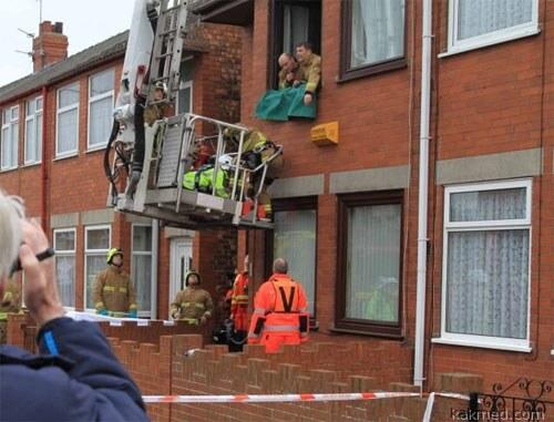 Эвакуация больного через окно