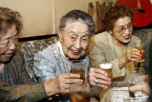 Почему женщины живут дольше