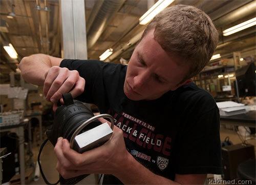 Электрогенератор в обуви для подзарядки батареек