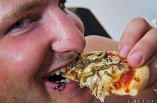 Пицца с червячками