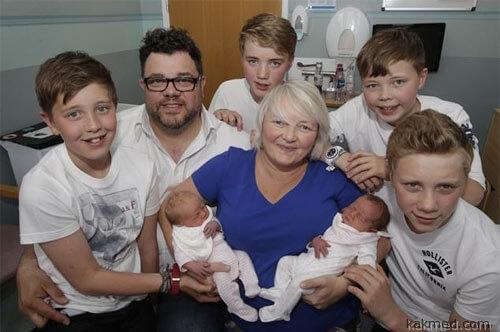 Семья с тремя парами близнецов