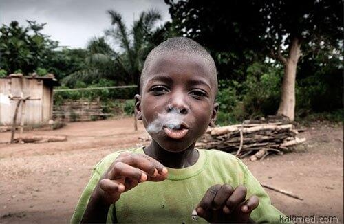 Африканские дети обожают сигареты