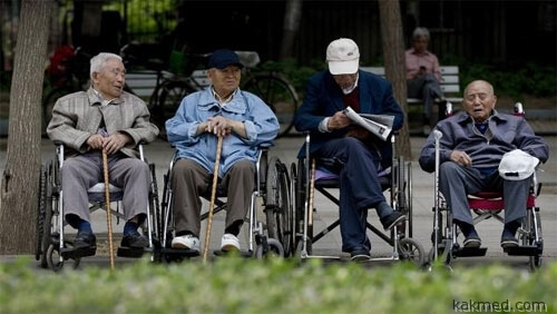 Кто присмотрит и уберет за японскими стариками?