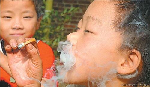 Китайские дети разбираются в табаке