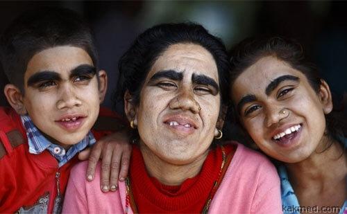 Счастливая семья непальцев