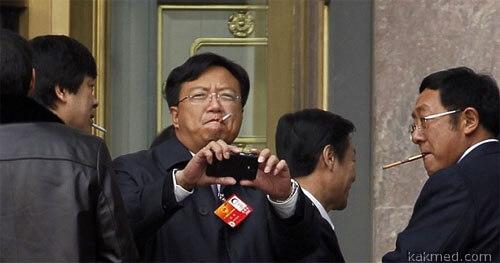 Китайские коммунисты курят