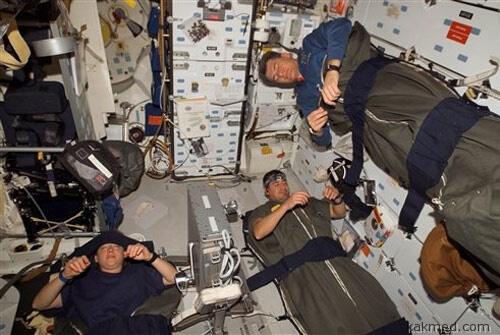 Спите, космонавты