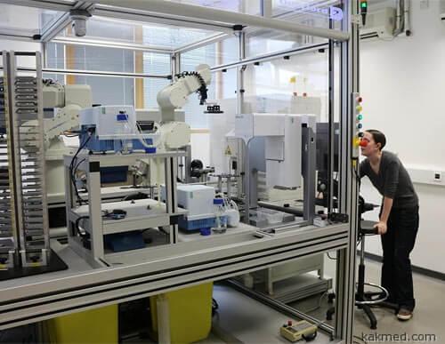 Робот-ученый Ева