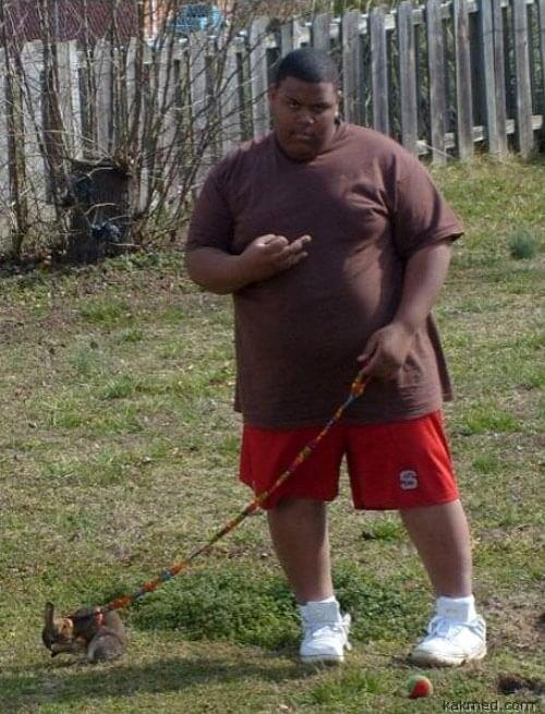 Толстый черный мальчик