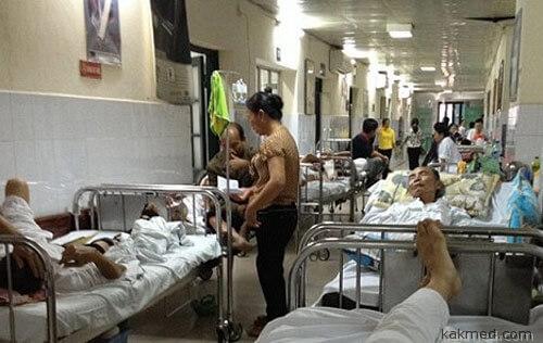 03-crowded-hospital